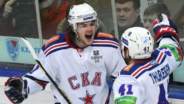 Игроки ХК СКА Виктор Тихонов (слева) и Патрик Торесен. Архивное фото