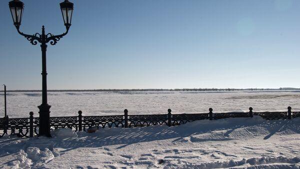 Набережная реки Иртыш в районе Речного порта в Ханты-Мансийске