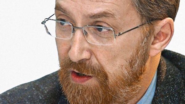 Президент фонда Общественное мнение А.Ослон. Архив