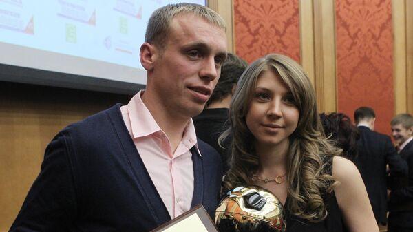 Денис Глушаков с супругой Дарьей