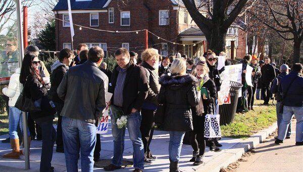 Участники митинга в Вашингтоне в поддержку акций в РФ против итогов парламентских выборов