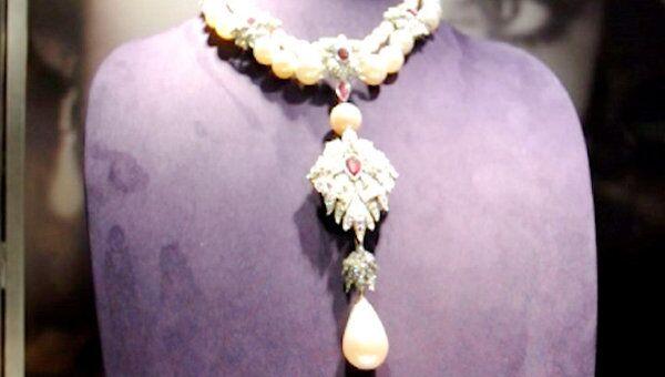 Жемчужину XVI века и любимый бриллиант Элизабет Тейлор продают в США