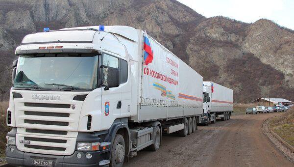 Грузовики МЧС РФ с гуманитарной помощью для косовских сербов ждут разрешения на проезд на территорию Косово