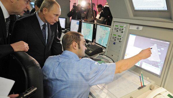 Премьер-министр В.Путин в Магадане ознакомился с работой подразделения Росавиации