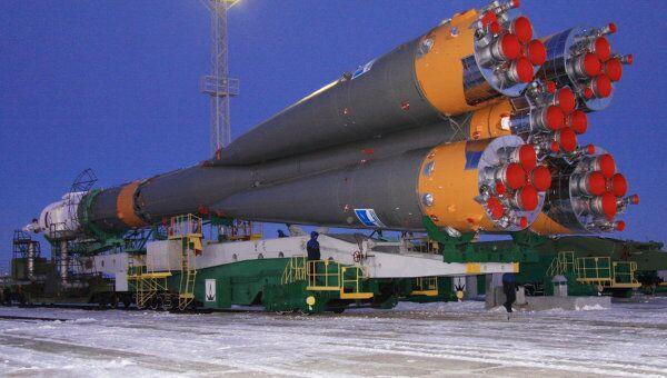 Вывоз ракеты Союз-ФГ с пилотируемым кораблем Союз ТМА-03М
