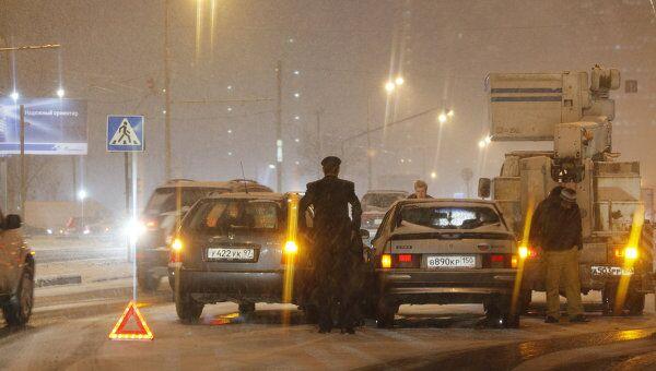 Две машины столкнулись на востоке Москвы, 5 человек пострадали