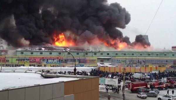 Пожар на крупнейшем вещевом рынке Екатеринбурга. Видео очевидца