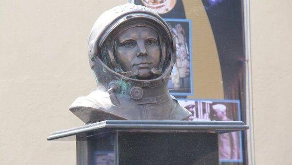 Открытие памятника Гагарину в Мумбаи, Индия