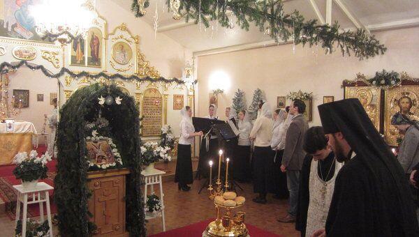 Благословение хлеба, вина и елея во время всенощного бдения в Рождественский сочельник в страсбургском храме Всех Святых. Архив