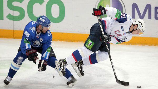 Игровой момент матча Барыс - СКА