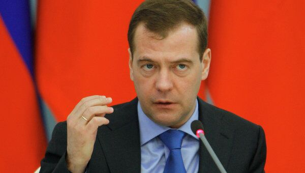 Медведев: экономическая политика РФ не должна зависеть от политики
