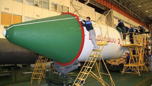 Подготовка к запуску транспортного корабля Прогресс М-14М. Архив
