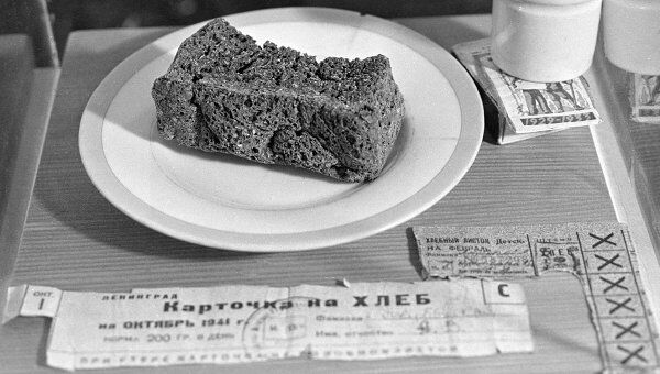 Блокадный хлеб и хлебные карточки. Архив