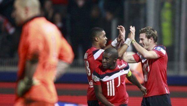 Лилль празднует победу над ФК Сент-Этьен