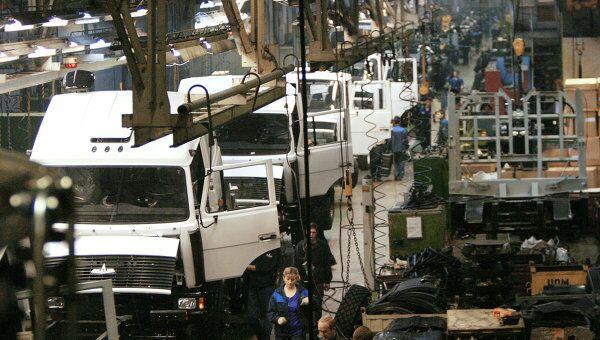 Главный сборочный конвейер завода МАЗ