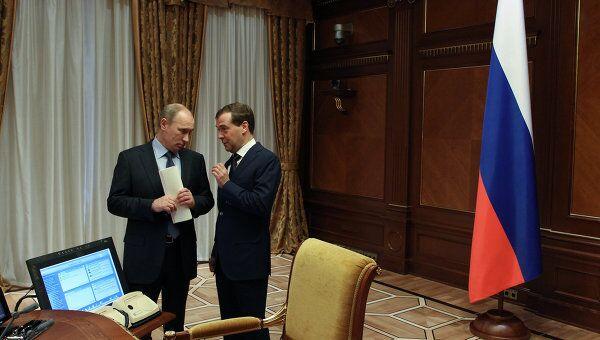 Президент России Дмитрий Медведев и председатель правительства России Владимир Путин. Архив