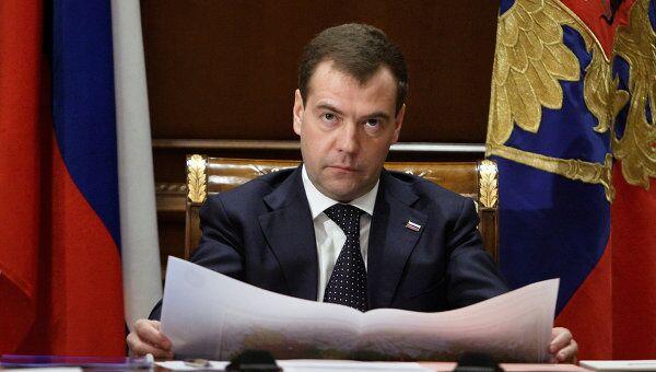 Медведев требует незамедлительно подготовить новую программу пожарной безопасности