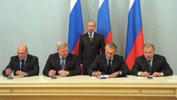 Премьер-министр РФ В.Путин присутствовал на подписании соглашения по развитию ФК Томь
