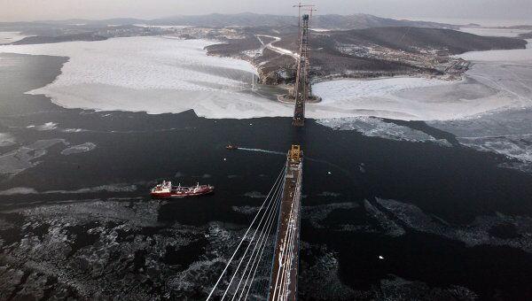 Строительство вантового моста на остров Русский