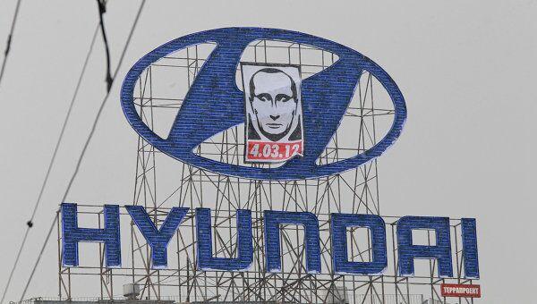 Плакат с изображением человека, похожего Владимира Путин,а на Садовом кольце