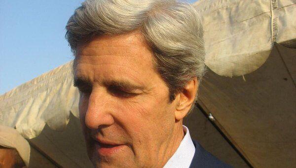 Сенатор США Джон Керри на юге Судана во время референдума