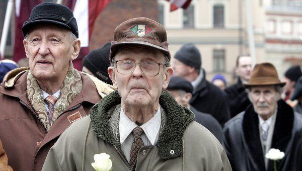 Шествие легионеров Ваффен СС и их сторонников в Риге. Архив