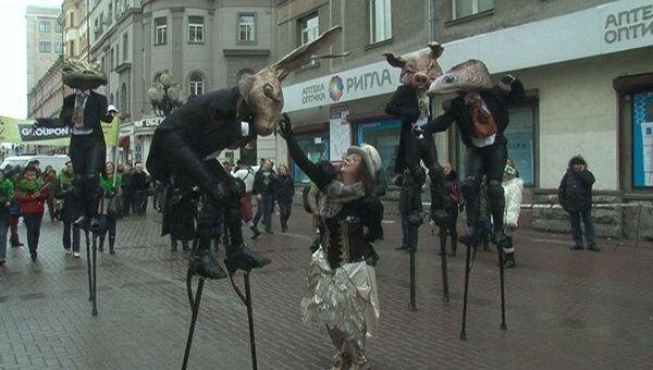 Артисты ирландского уличного театра прошли по Арбату в день Св. Патрика