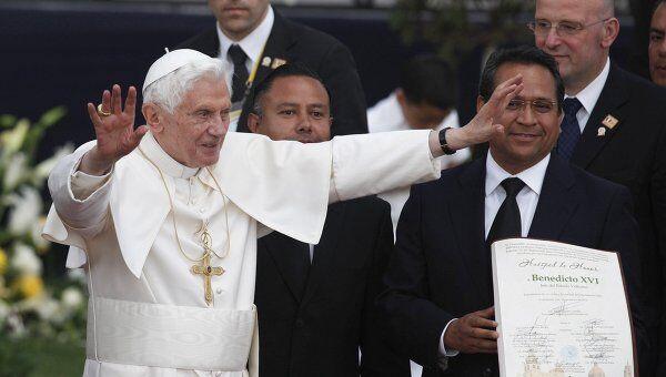 Папе Римскому в Мексике вручают ключи от городов и просят благословения