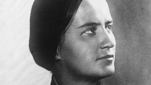 Герой Советского Союза летчица Марина Раскова