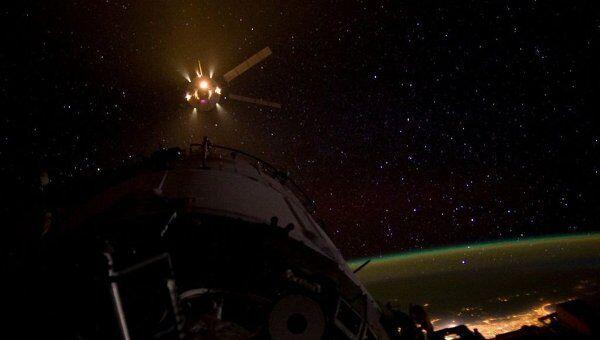 Европейский грузовой космический корабль ATV-3 Эдоардо Амальди перед стыковкой с МКС