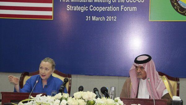 Госсекретарь США Хиллари Клинтон и министр иностранных дел Саудовской Аравии Сауд аль-Фейсал