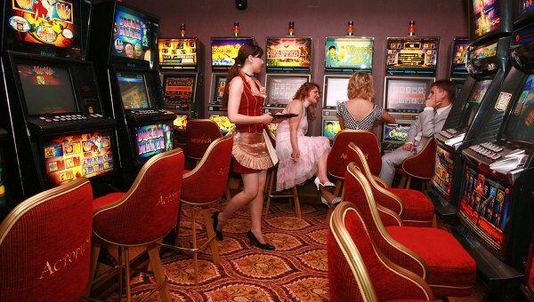 Зал игровых автоматов. Архивное фото