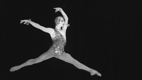 Марис Лиепа в сцене из балета Видение розы. Архив