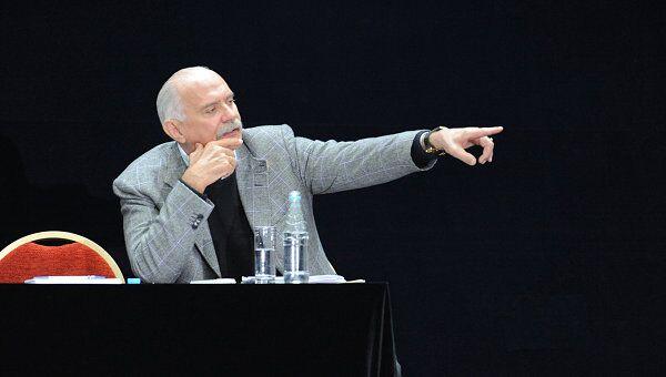Никита Михалков на чрезвычайном съезде Союза кинематографистов в Москве