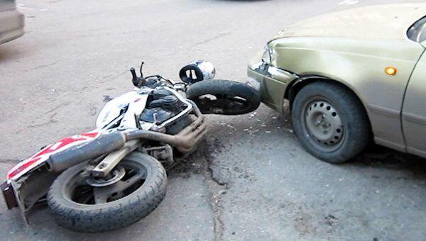 Мотоциклист госпитализирован после столкновения с Daewoo в Москве