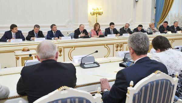 Премьер-министр В.Путин провел встречу с активом партии Единая Россия