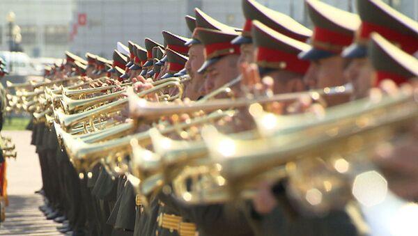 Триумф победителей и Священная война: оркестр готовится к параду Победы