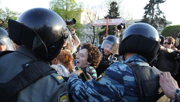 Акция протеста оппозиции у станции метро Китай-город в Москве