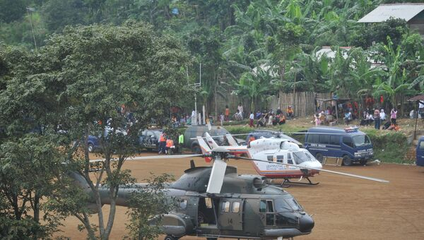 Поисковая операция на месте крушения лайнера Sukhoi SuperJet-100 в Индонезии. Архивное фото