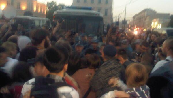 Задержания на Кудринской площади в Москве участников так называемых народных гуляний.