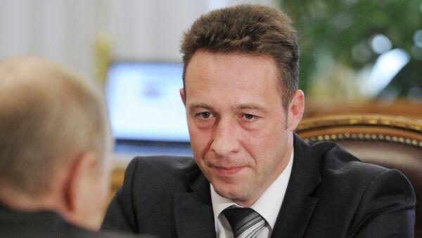 Президент РФ В.Путин провел встречу с работником Уралвагонзавода И.Холманских