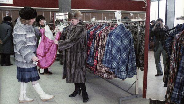 Покупательницы в магазине Польская мода