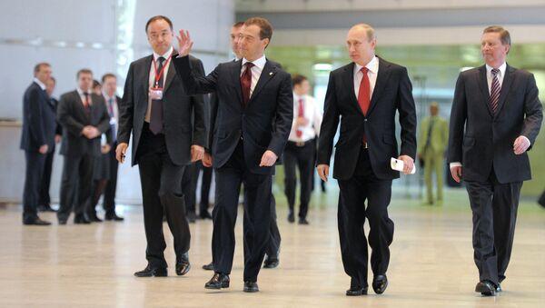 Президент РФ В.Путин и премьер-министр РФ Д.Медведев на XIII Съезде Единой России