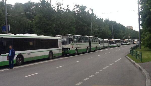 6d1d448371f4 Пассажиров автобуса эвакуировали из-за подозрительного предмета в ...