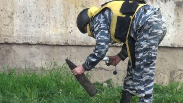 Рабочие нашли муляж снаряд в куче мусора на северо-западе Москвы