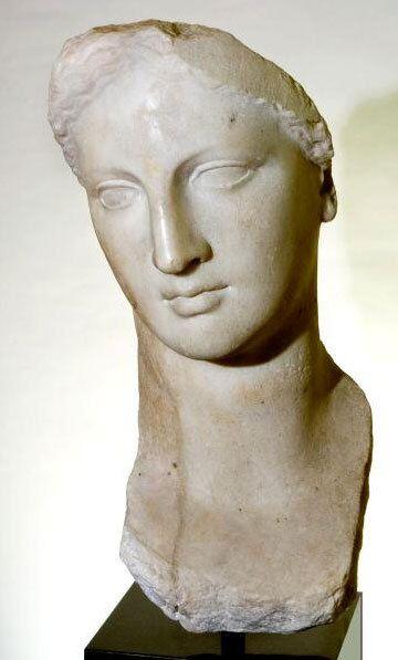 Голова богини из собрания Голенищева