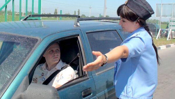 Насколько сложно пересечь границу в дни Евро-2012. Эксперимент РИА Новости