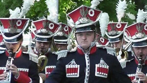 Военные оркестры из шести стран прошли марш-парадом по Севастополю