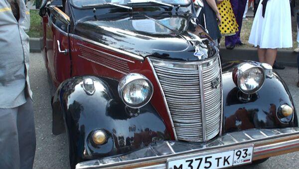 Уникальный Ford тридцатых годов показали на параде ретромашин в Сочи