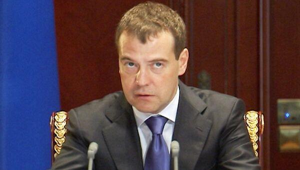 Медведев велел найти и наказать виновных в разрушении дороги за 29 млрд рублей